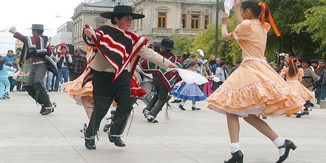 В наші дні, вже традиційно, за кілька днів до 18 вересня в країні починається період всіляких фестивалів