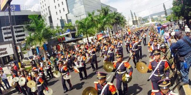 Важливим заходом для Сальвадора є барвисті паради