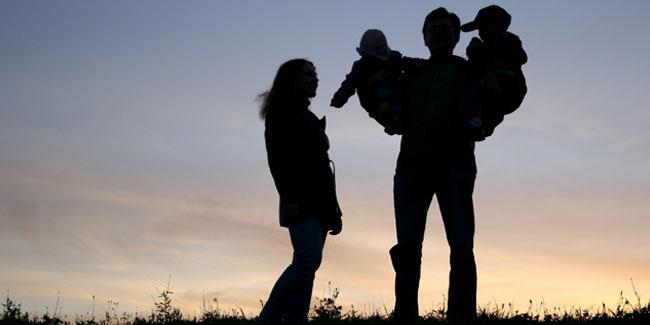 Деякі наукові теорії стверджують, що саме форма сім'ї могла протягом багатьох століть визначати загальний напрям еволюції основоположних макросоціальних систем